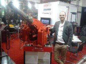 Geschäftsführer Mathias Stahl präsentiert den neuen thermischen Vernebler pulsFOG K50.